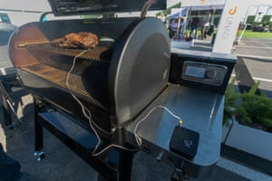 The new Weber Connect smart grilling hub, consisting of a meat thermometer, wireless transmitter and app