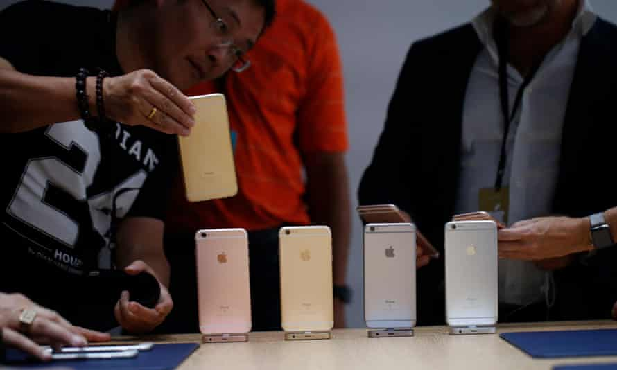 Members of the media gather around a lineup of the new apple iPhone 6S.