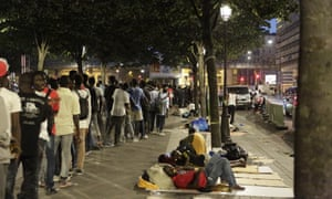 Refugees queue for food in ParisCalais