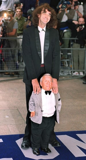Actor Peter Mayhew poses with Kenny Baker at a premiere in 1999