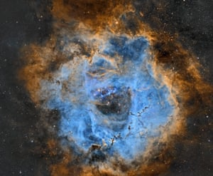 <strong>Roseta-NBv5 </strong>Measuring 50 light years in diameter, the large, round Rosette Nebula is found on the edge of a molecular cloud in the constellation of Monoceros the Unicorn. At the core of the nebula the very hot young stars have heated the surrounding gaseous shell to a temperature in the order of 6 million kelvins, resulting in the emission of copious amounts of X-Rays