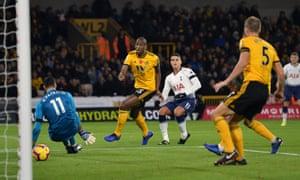 Érik Lamela tucks the ball beyond Rui Patrício to put Spurs ahead.