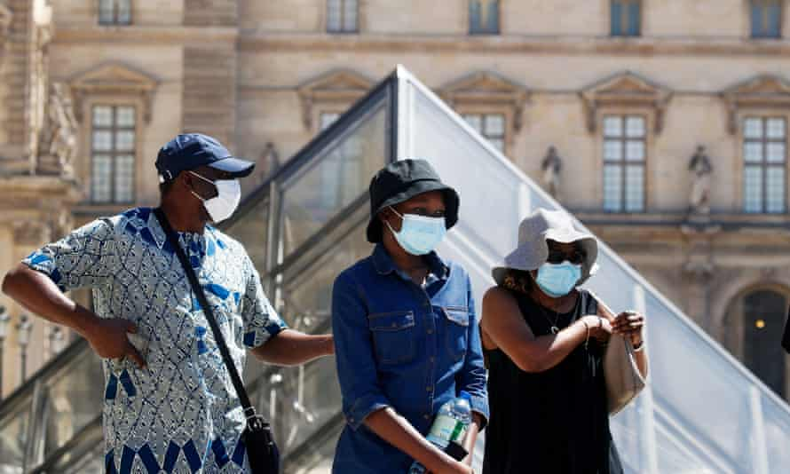 Face masks are now compulsory in more than 100 Paris streets and tourist areas