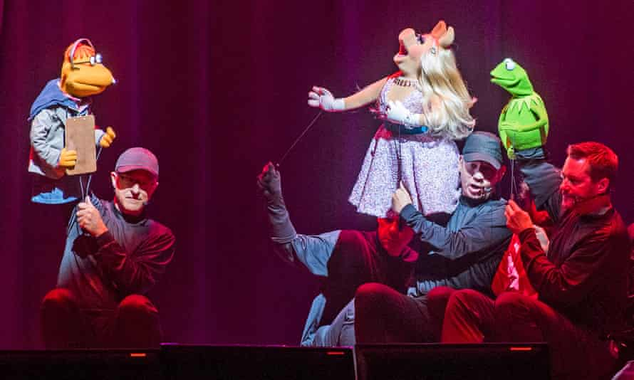 Scooter, Miss Piggy and Kermit – and their operators – in The Muppets Take the O2.