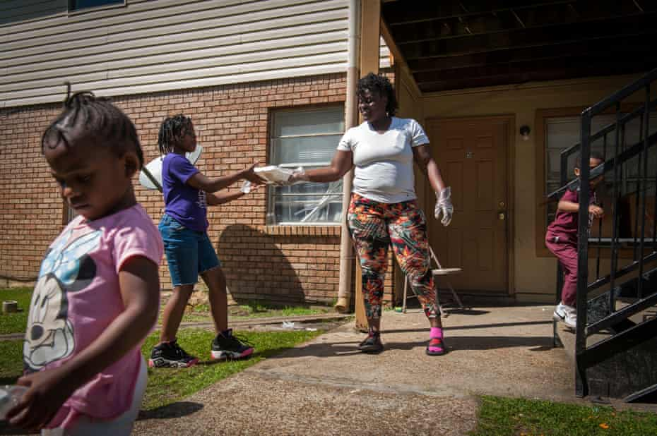 Deneka Samuel distributes hot meals to residents of the Rebelwoods Apartments in Jackson, Mississippi, on 1 April.