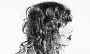 Este no sería un álbum de Taylor Swift si no tuviera canciones de amor crípticas.