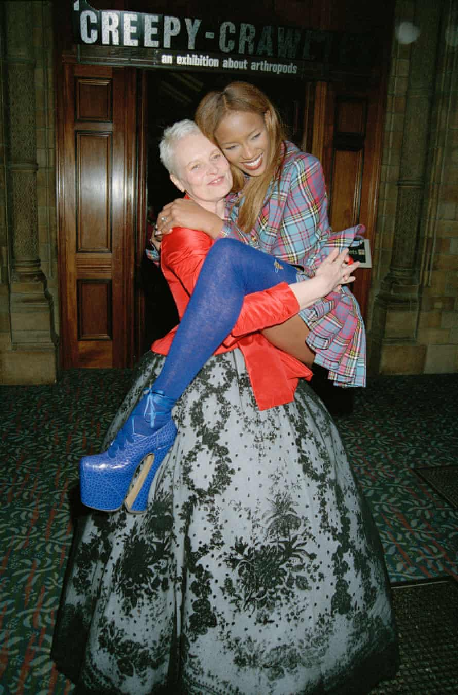 London Fashion WeekModel Naomi Campbell and fashion designer Vivienne Westwood attend the Designer of the Year Awards at the Natural History Museum during London Fashion Week, 19th October 1993. (Photo by Dave Benett/Getty Images)