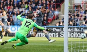 Jamie Vardy doubles Leicester City's lead.