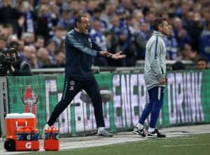 Chelsea manager Maurizio Sarri goes berserk