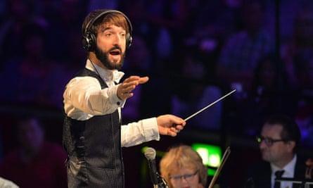 Jules Buckley conducting at 2016's Proms.