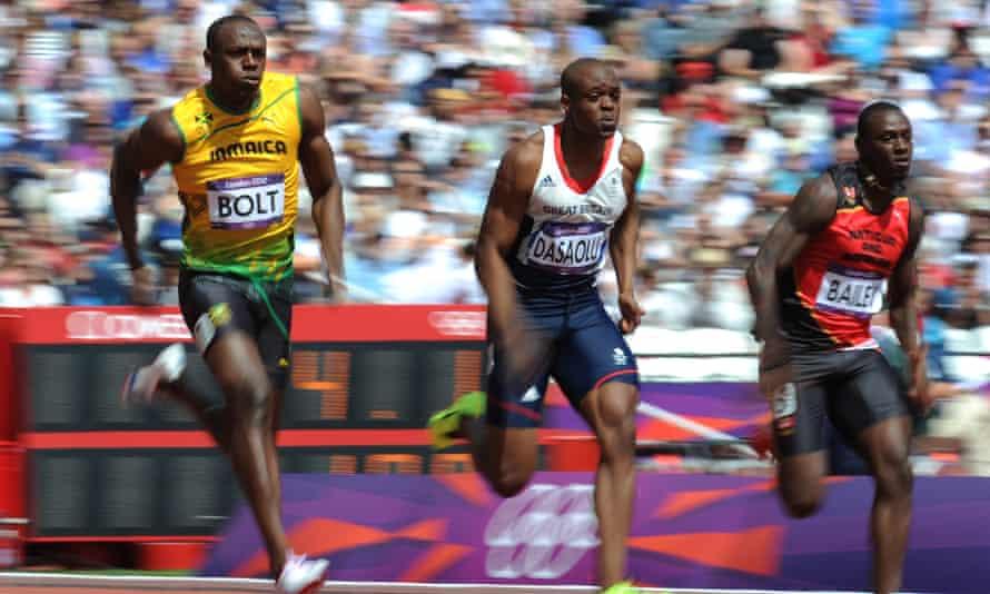 Usain Bolt qualifies in the 100m heats
