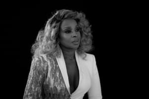 Vocalist Mary J Blige who we will be seeing in the Umbrella Academy presented Best Supporting Actress