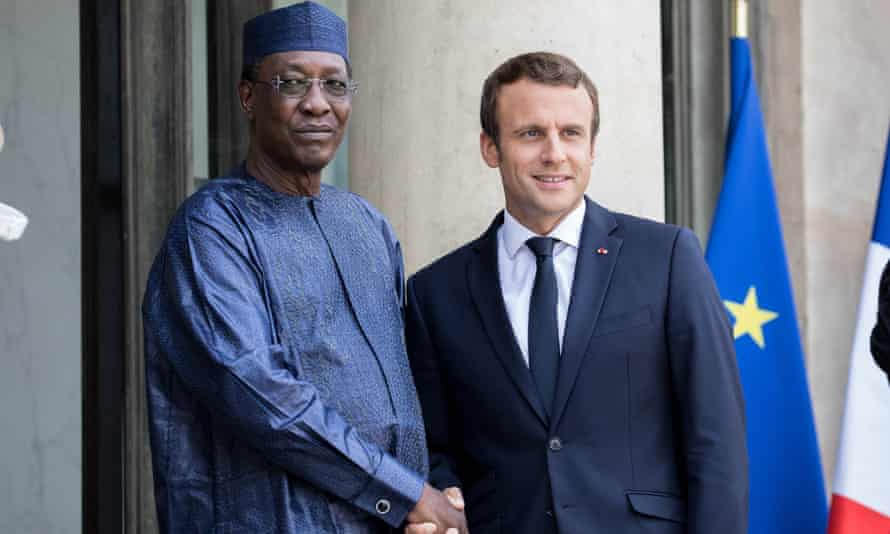 Emmanuel Macron welcomes the president of Chad, Idriss Déby Itno, at the Élysée Palace.
