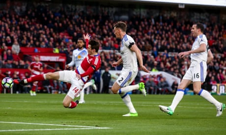 Middlesbrough lifted by Marten de Roon to pile more misery on Sunderland