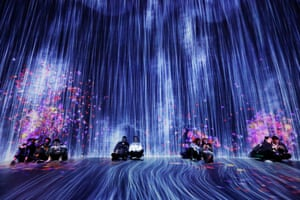People visit the art show 'Universe of Water Particles in the Tank'