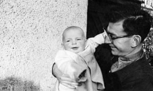 Sam Aaronovitch with the infant David in 1954