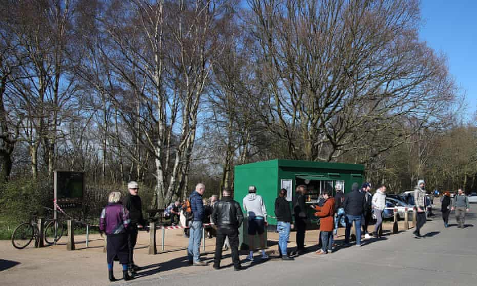 The Tea Hut in Epping Forest with queue