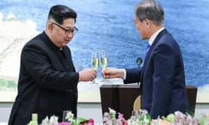 Kim Jong-un and Moon Jae-in raise a toast at the Korean summit