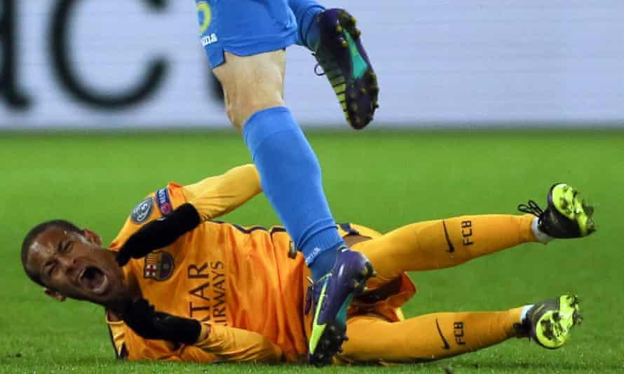 Neymar is fouled during Barcelona's game against BATE Borisov.