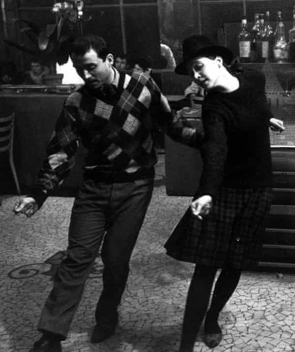 Karina with Claude Brasseur in Bande à Part (1964).