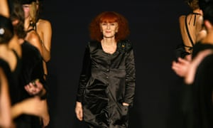 Models applaud French designer Sonia Rykiel at the end of a show in Paris, 2003.