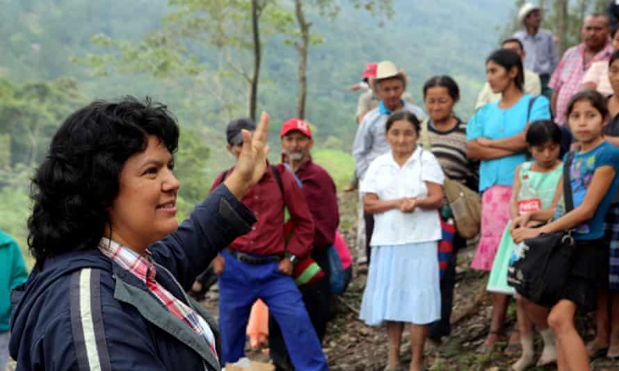 Berta Cáceres speaks to Hondurans fighting a hydroelectric project