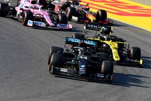 Hamilton takes the lead at the race restart in front of Ricciardo.