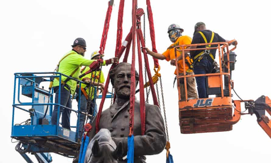 The crew strapped red and blue harnesses to the Lee figure and his horse.