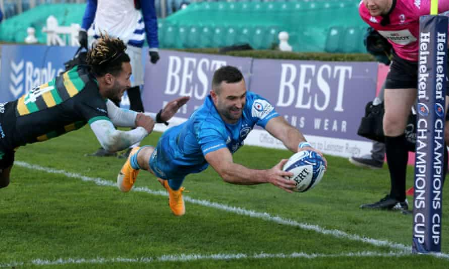 Dave Kearney scores for Leinster against Northampton just before half-time