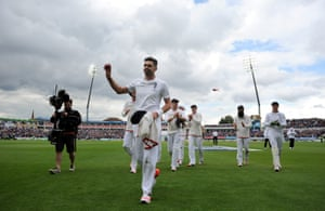 James Anderson salutes the crowd. No wickets in four days at Lord's, and now six in under two hours – including a rain break.