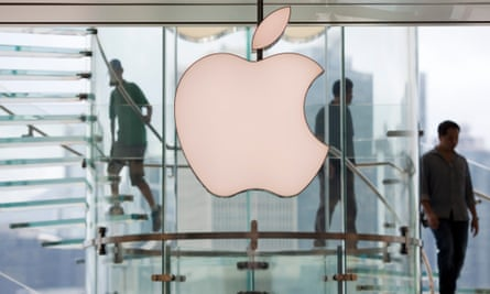 It's the second consecutive quarter that Apple has reported a revenue decline.