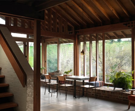 The aim was for 'wide horizons and extra breathing space': the glass-walled dining space.