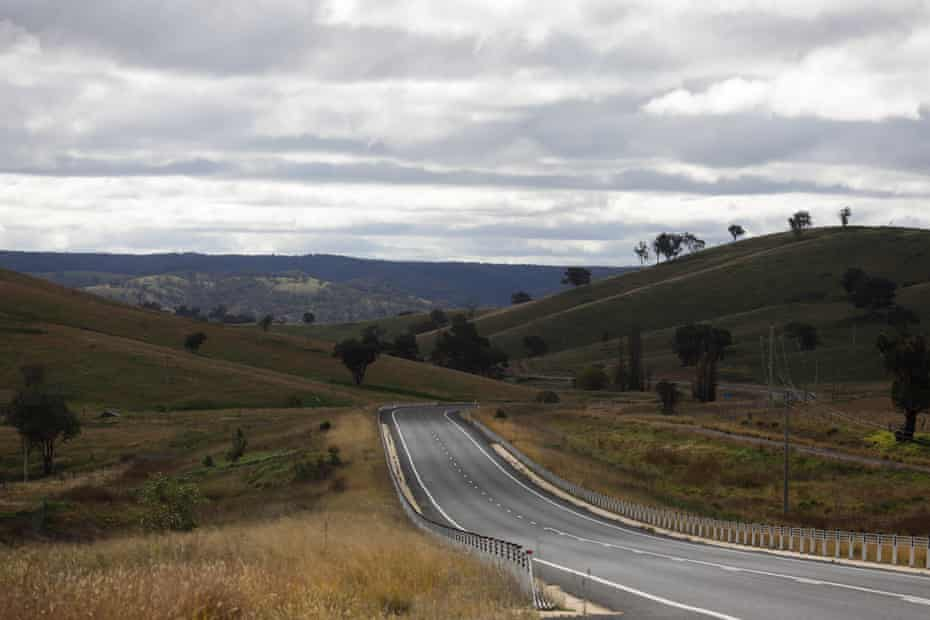 The Castlereagh Highway between Lithgow and Dubbo