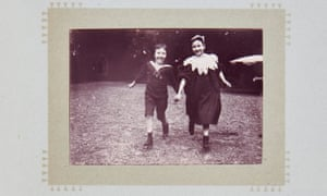 An 1897 photograph of Denise and Jacques by their father, Émile Zola.