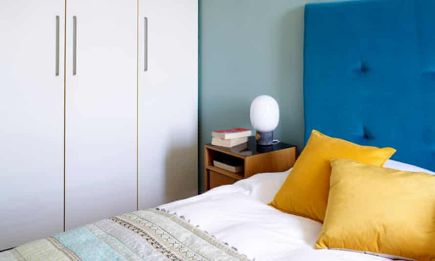 Blue and yellow in the bedroom.