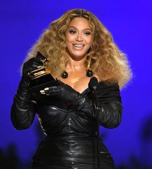 Beyoncé accepts the best R&B performance award for Black Parade