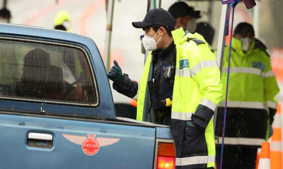 A police Covid-19 checkpoint between Auckland and Northland as restrictions persist for the city.