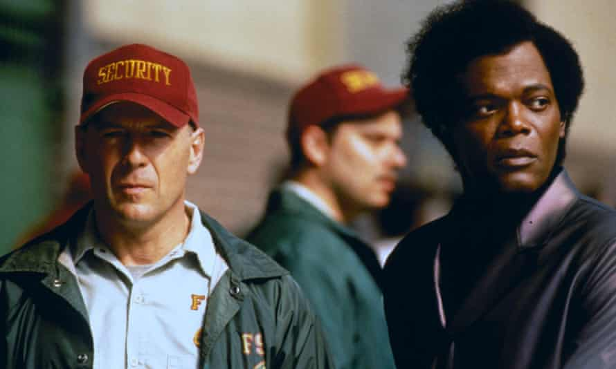 Bruce Willis and Samuel L Jackson in Unbreakable.