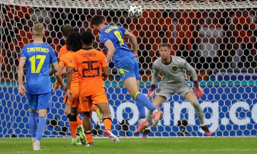 Roman Yaremchuk equalises for Ukraine past Maarten Stekelenburg of the Netherlands