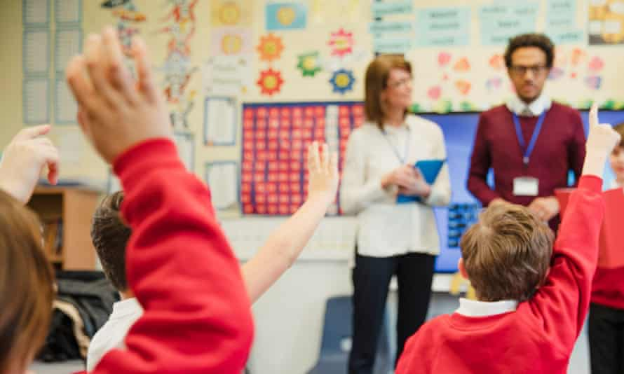 primary school students raise hands to answer questions