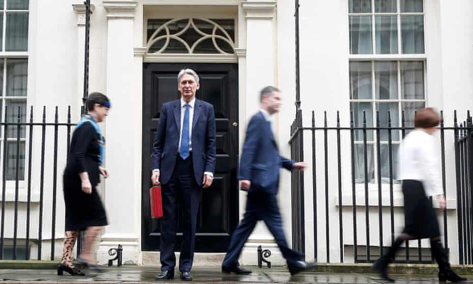 Philip Hammond outside door to 11 Downing Street