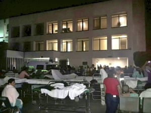 Patients and doctors of a hospital in Villahermosa in the Mexican state of Tabasco remain in the open air after the earthquake.