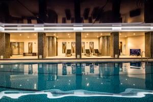 Holiday Inn, Kensington