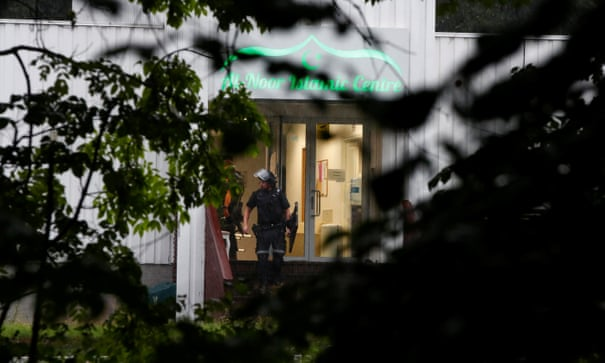 One injured in gun attack on Norwegian mosque