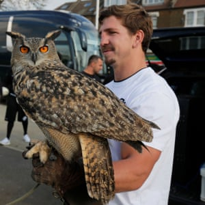 Kwagga Smith from South Africa holds an eagle owl.