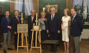 The handover of art from Wächter to Polish officials.