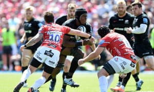 Maro Itoje carries the ball during Saracens' comprehensive semi-final win over Gloucester at Allianz Park.