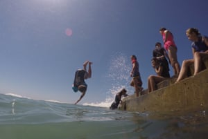 Kids enjoy the Austinmer ocean baths