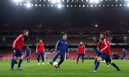 Pedro Martins puts his Olympiakos squad through their paces during a training session at the Emirates Stadium