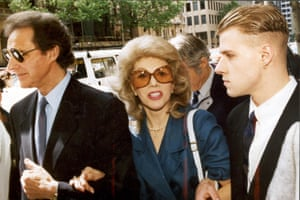 Anne Hamilton Byrne and husband William, left, with friend arrive at County Court, Melbourne, in November 1993
